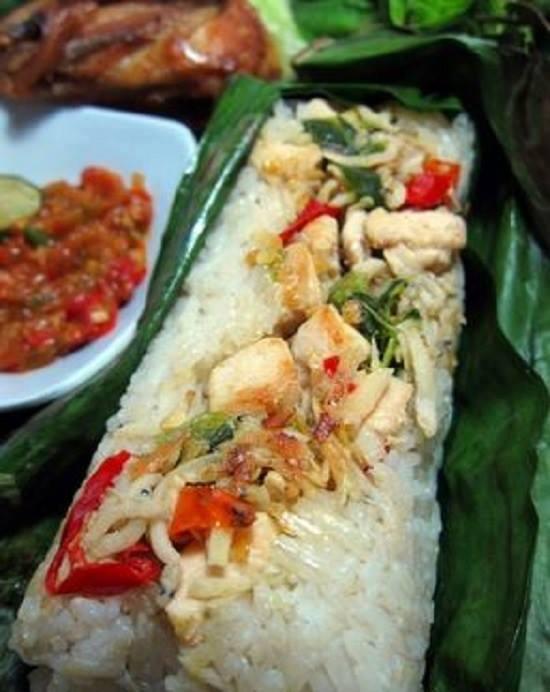 Nasi Merah Bakar isi Ayam Kemangi Pedas Spesial Lezat Bergizi!