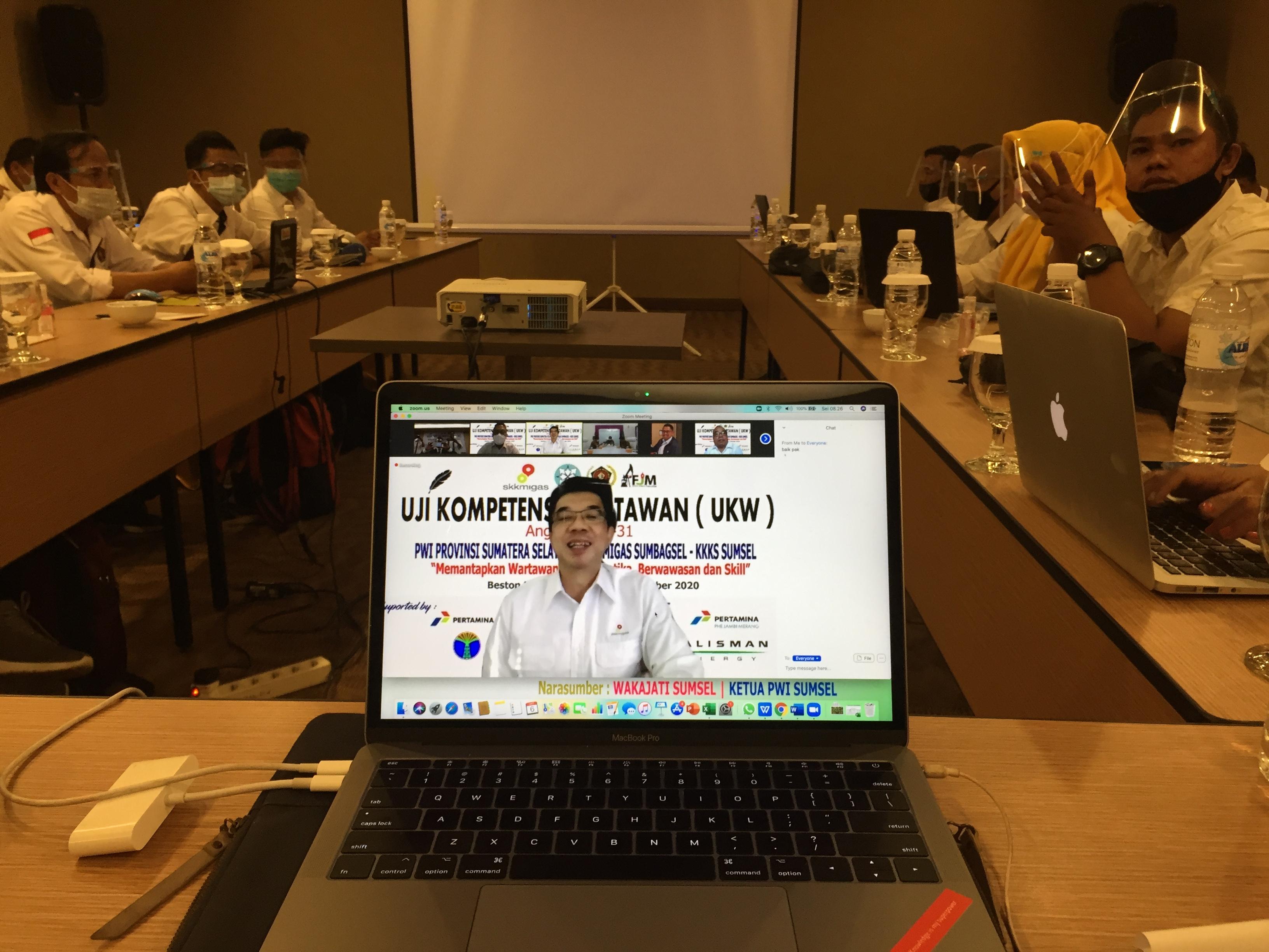 Kepala Perwakilan SKK Migas Sumbagsel Adiyanto Agus Handoyo menyampaikan sambutan pada pembukaan UKW yang dibuka secara resmi oleh Asisten III Kesra Pemprov Sumsel, di Hotel Beston, Selasa (6/10).