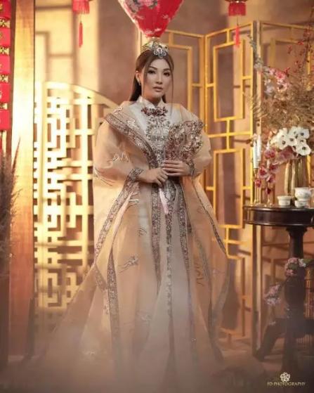 gintip Potret Sarwendah Berbalut Cheongsam laksana Putri Kerajaan