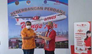 Wings Air (kode penerbangan IW) member of Lion Air Group mengumumkan telah meresmikan rute baru hari ini (18/ 06/2021). Penerbangan perdana dari Bandar Udara Eltari, Kupang (KOE) menuju Lewoleba melalui Bandar Udara Wunopito, terletak di Desa Lamahora, Kecamatan Nubatukan, Kabupaten Lembata (LWE), keduanya berada di Nusa Tenggara Timur (NTT).