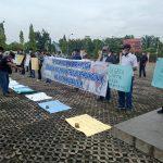 Aksi Unjuk Rasa Saat Rapat Paripurna DPRD Berlangsung