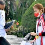 """Momennya! Greysia Polii Jual Sepatu ke Jokowi."""" Lagi Buntu opo Mbak?"""