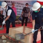 Bupati Lahat Letakkan Batu Pertama Pembangunan PLTS dan Serahkan Bansos Dari PTBA