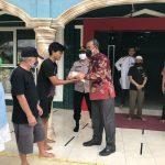 Polda Sumsel Kembali Bagikan Paket Sembako pada Warga Terdampak PPKM Mikro