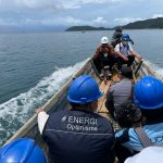 Menerjang Ombak Demi Menerangi Kepulauan Masaloka Raya