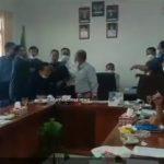 VIDEO! Ricuh saat Rapat, Ketua DPRD Humbahas (PDIP) Disiram Teh Panas oleh Ketua F-Golkar