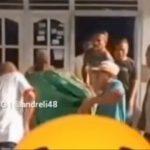 Beredar HEBOH! Video Jenazah Jatuh dari Keranda saat Akan Digotong, Keluarga Panik Berlarian
