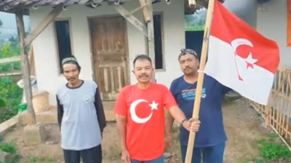 GEMPAR! Pria 'Panglima Jenderal' Kibarkan Bendera NII di Garut