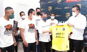 MBU Diperkuat Dua Mantan Kapten Liga 1 Titus Bonai dan Atep