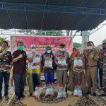 Laskar Merah Putih Bagikan Beras Bantuan Gubernur Sumsel di Kelurahan 35 Ilir