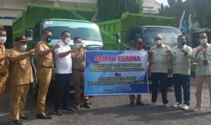 Pemkab Lahat Terima Bantuan 2 Unit Mobil Angkutan Sampah Dari PT Primanya Group