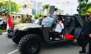 Presiden Jokowi Pamer Mobil Paspampres Anti Peluru, Warganet: Gak Ada Pintu, Pak?